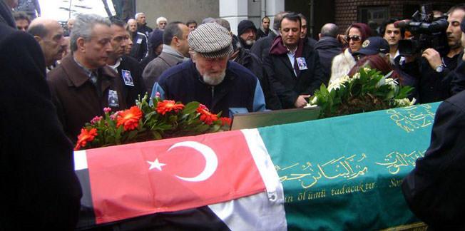 Sağnak'ın cenazesinde bir araya geldiler