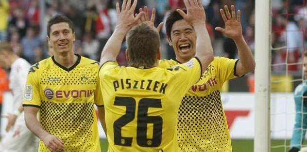 Dortmund puan farkını korudu