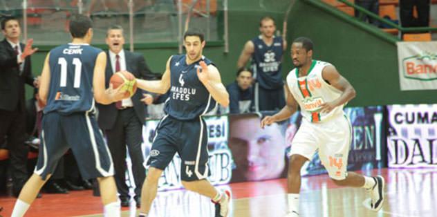 Efes'i deviren Banvit seride 1-0 öne geçti