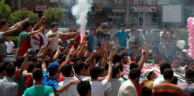 Diyarbakırspor taraftarından protesto