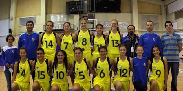 Küçük Kızlar finalde: 74-52