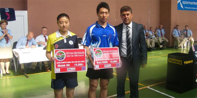 Bora Vang ve Melek Hu'ya para ödülü