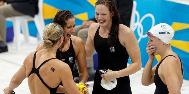 4x100'de Avustralya olimpiyat rekoru kırdı