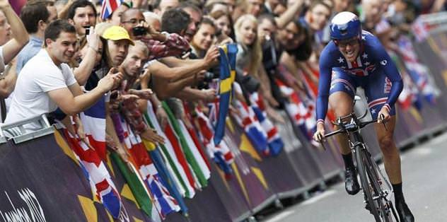 Altın madalya Armstrong'a gitti