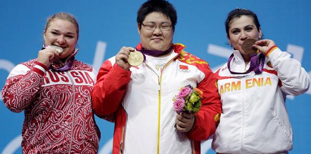 75 kiloda Zhou Lulu'dan rekor