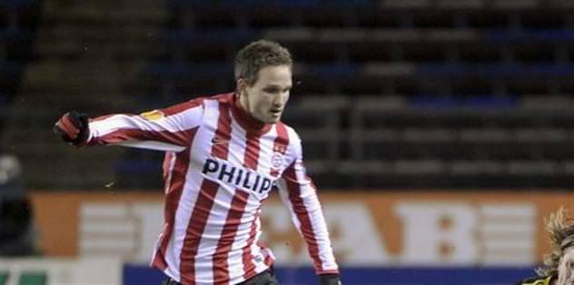 PSV liderliğini sürdürdü