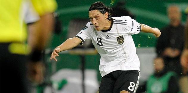 Mesut Özil'den rekor