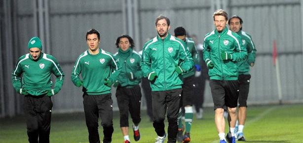 Bursaspor ikinci yarı hazırlıklarına eksik başladı