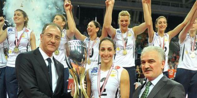 Şampiyon Vakıfbank ligde de lider
