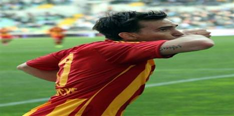 Mouche, Kadıköy'de futboluyla göz doldurdu