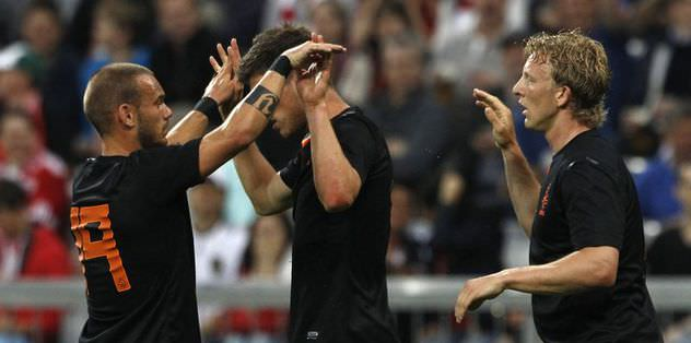 Kuyt var Sneijder yok