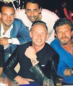 Tatlıtuğ, Sneijder ailesiyle