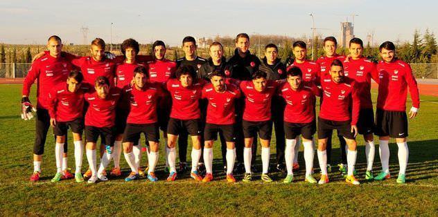 9 kişi kalan Yunanistan'a 2-1 yenildik