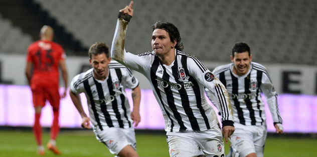Beşiktaş keeps pace with top two