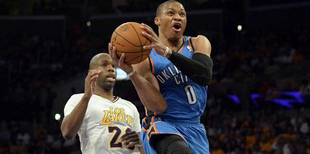 Lakers kendine geldi