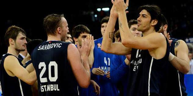 Anadolu Efes, tarihi maçta galibiyet istiyor