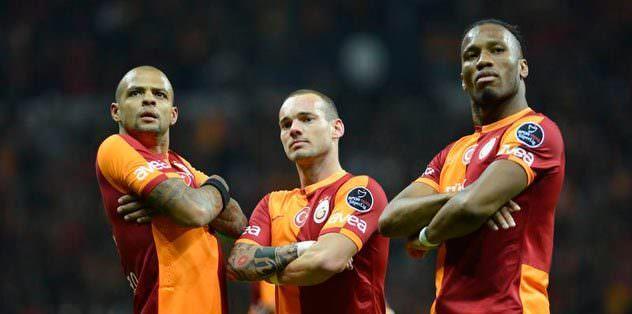 Sneijder parlıyor