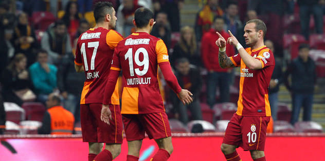 Sneijder blanks teammates after scoring