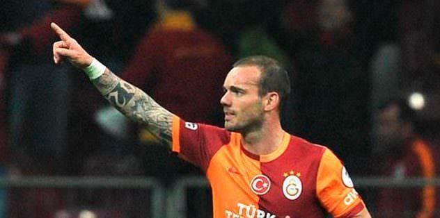 Sneijder'den küfüre yanıt