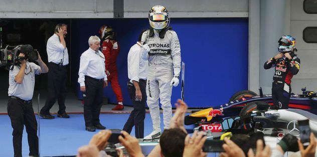 Malezya'da zafer Hamilton'ın