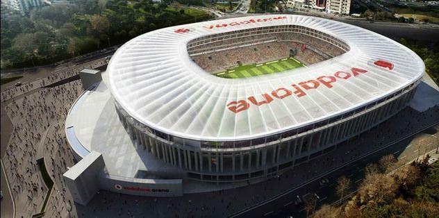 Vodafone Arena'da çatı rötarı