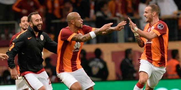 Melo-Sneijder 11'e dönüyor