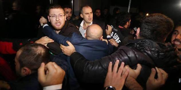 Gazetecilere saldıranlara 1 yıl men