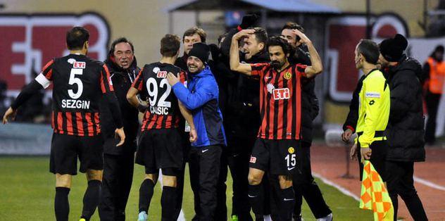 Eskişehirspor Lawal'la güldü