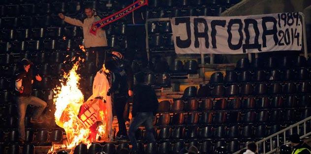 Sırplar G.Saray bayrağı yaktı