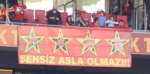 Arena'da Aziz Yıldırım pankartı
