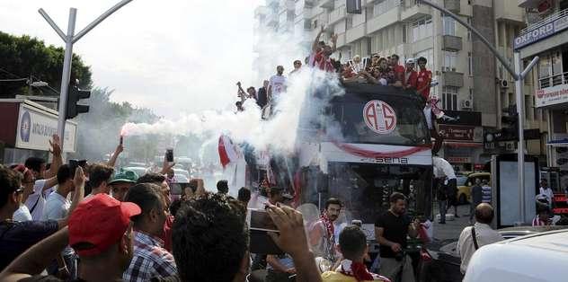Antalyaspor'a coşkulu karşılama