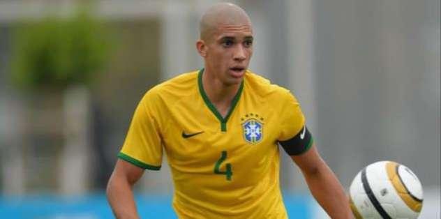 Brezilyalı stoper kiralandı