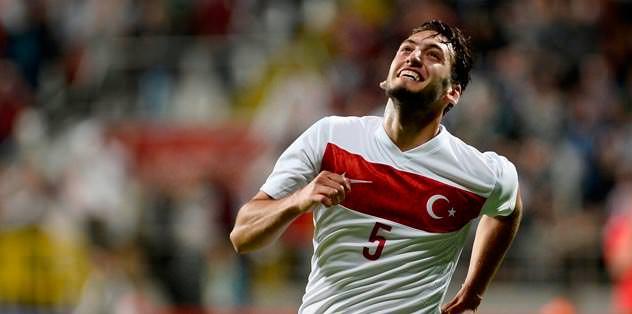 Hakan Çalhanoğlu iki golle coşturdu