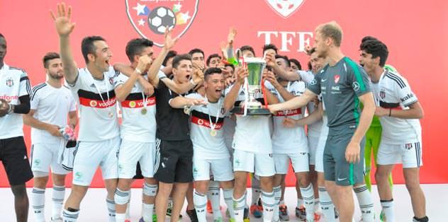 Semih Kaya'dan Beşiktaş'a ödül