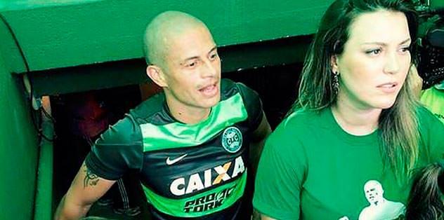 Alex de Souza Melo'yu es geçti