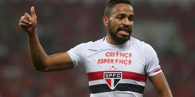 Sol beke Alvaro Pereira iddiası
