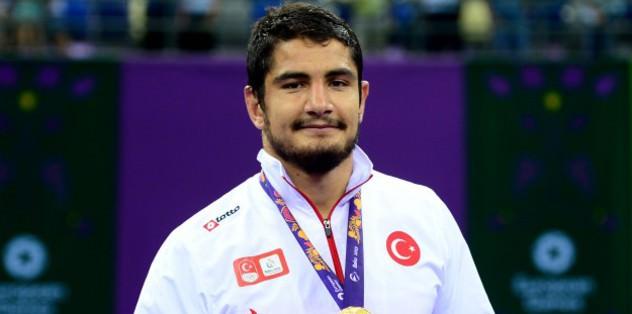 Renowned Turkish wrestler bags gold medal in Azerbaijan