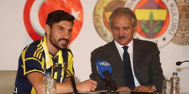 Şener Özbayraklı imzayı attı