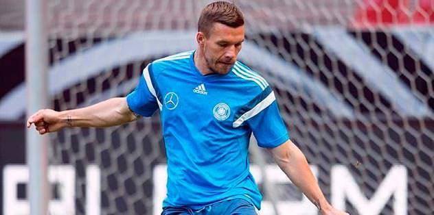Lucas Podolski 4 mevkide oynar