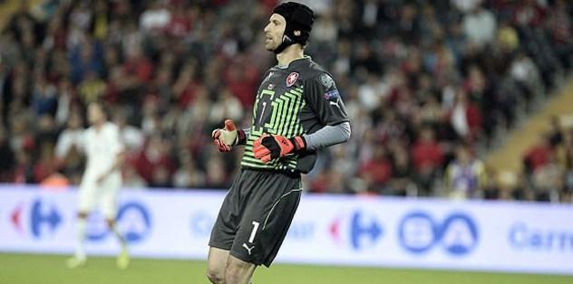 Arsenal sign Cech