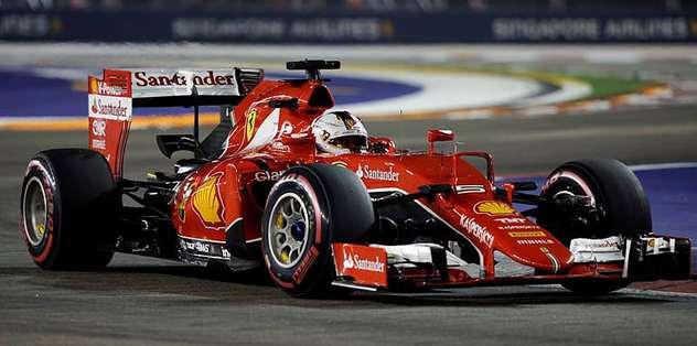 Singapur'un galibi Vettel