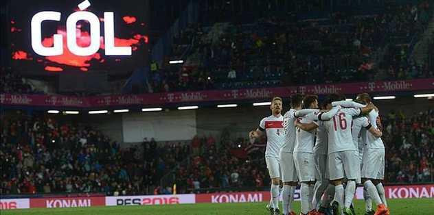 Turkey take giant step for Euro 2016