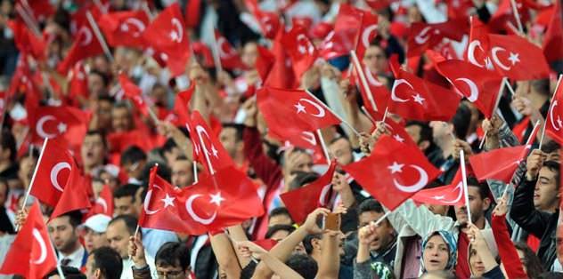 Yüreklerin gönderine Türk bayrakları çekildi