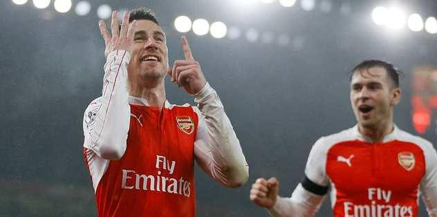 Arsenal zirveyi bırakmadı
