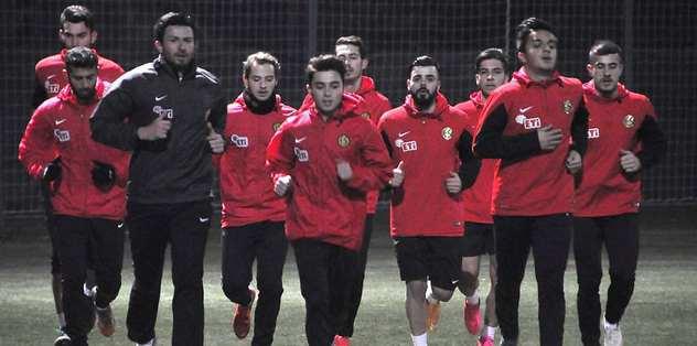 Eskişehirspor'un mesaiye Antalya'da başladı