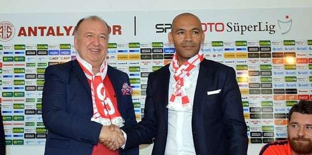 Mou'nun sağ kolu Antalyaspor'da