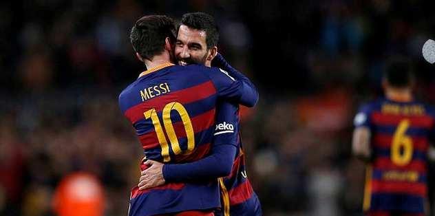 Arda Messi'ye İslam'ı öğretiyor