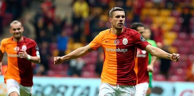 Lukas Podolski'nin dönüşü uzadı