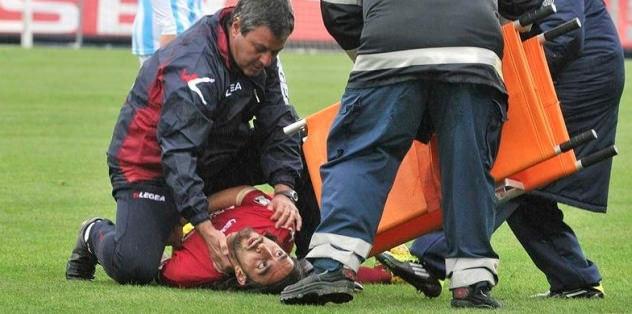 Doktor hakem, futbolcunun hayatını kurtardı