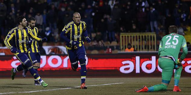F.Bahce claim top spot in Turkish league